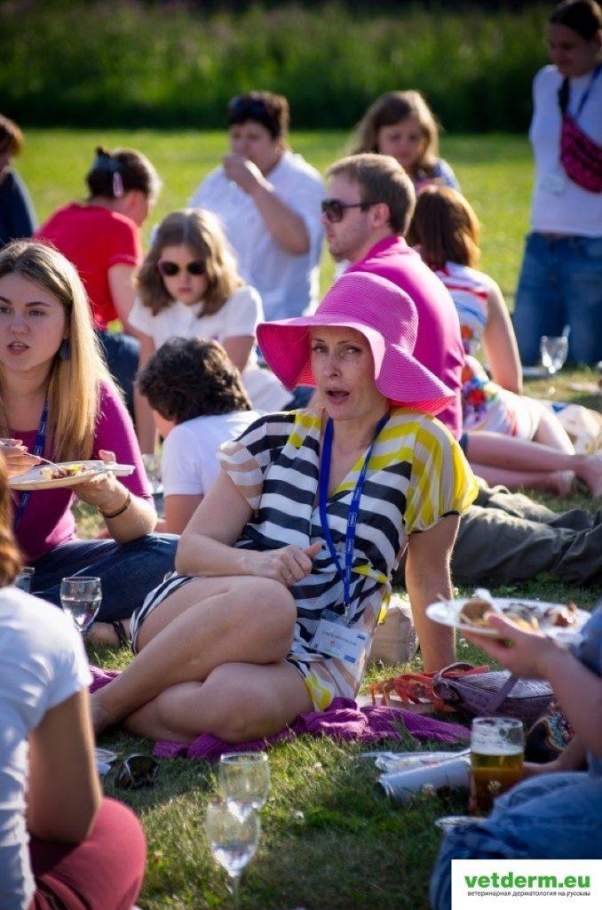 Победительница конкурса на самую розовую шляпку:)